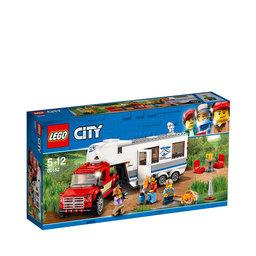 60182 City Pickup och husvagn