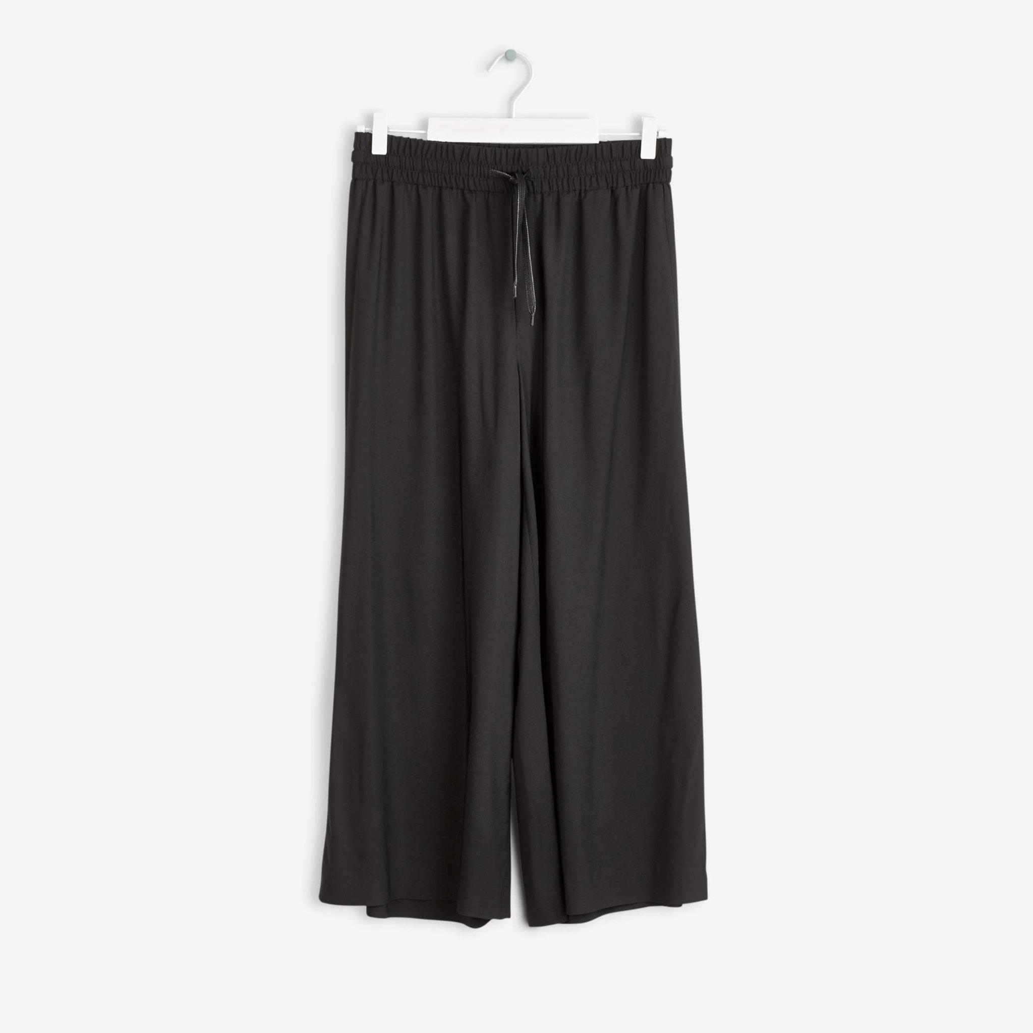 Trousers Adie Wide Cropped Pants - Byxor - Köp online på åhlens.se! 2e1b6d45ed938