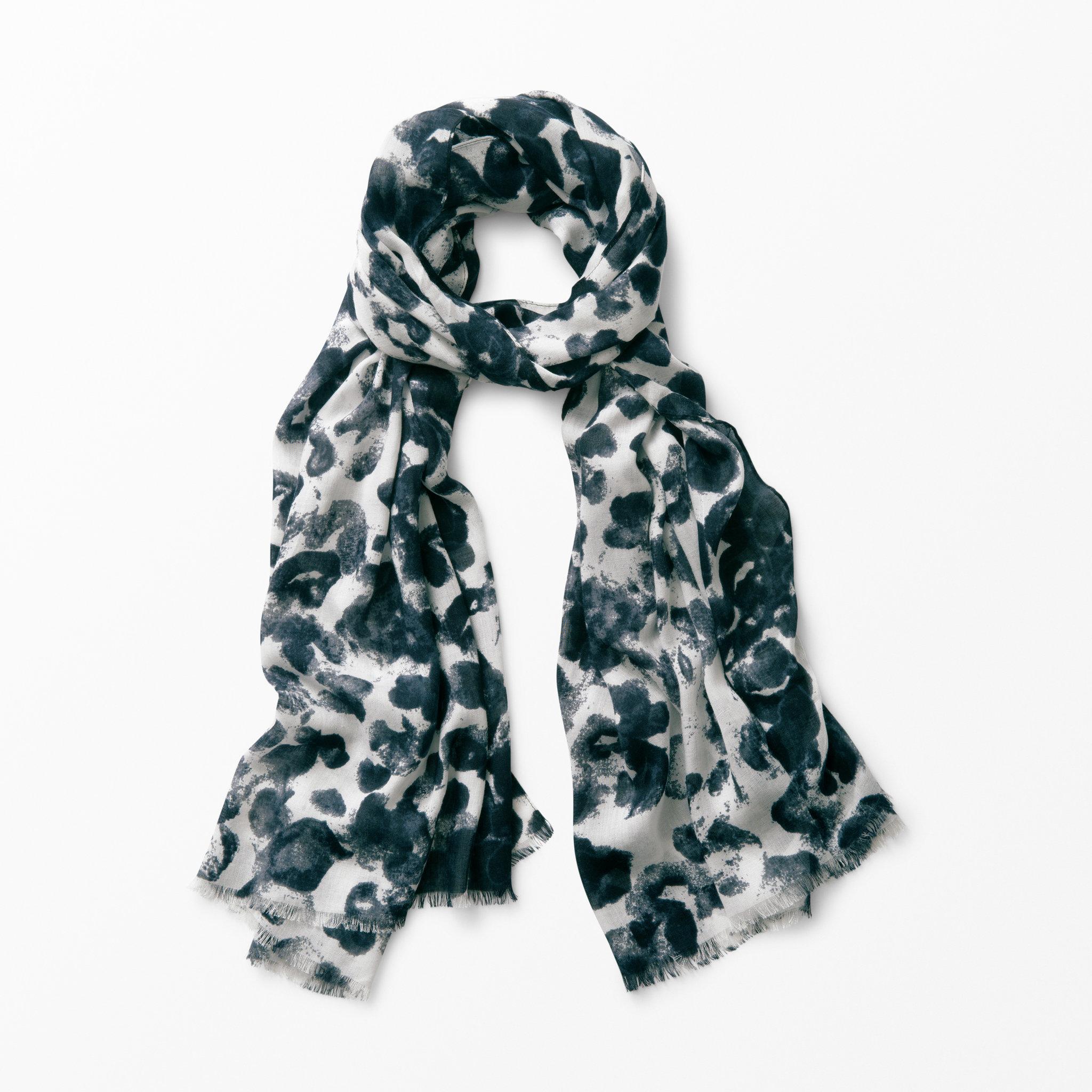 Scarf mönstrad - Halsdukar   scarves - Köp online på åhlens.se! 4631d472c16f6