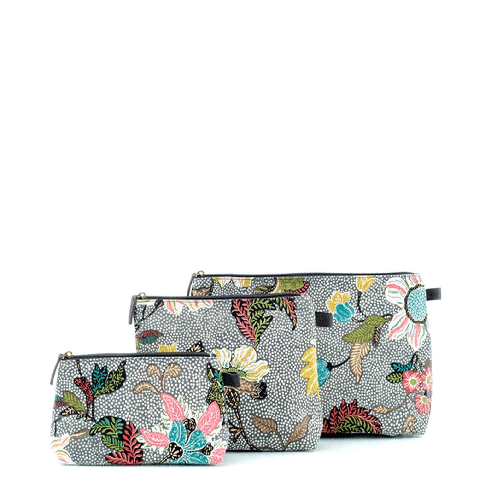 Grey Flower Linen Medium - Necessär   borsthållare - Köp online på  åhlens.se! 4d3591213ccd3