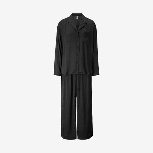 Pyjamas med skjorta och byxa | Pyjamas, Svarta byxor och Satin