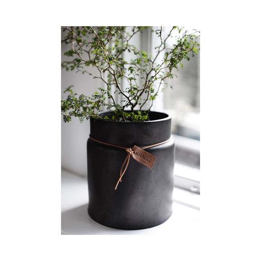 Kruka med läderband - Krukor   vaser - Köp online på åhlens.se! 4b719305b8064
